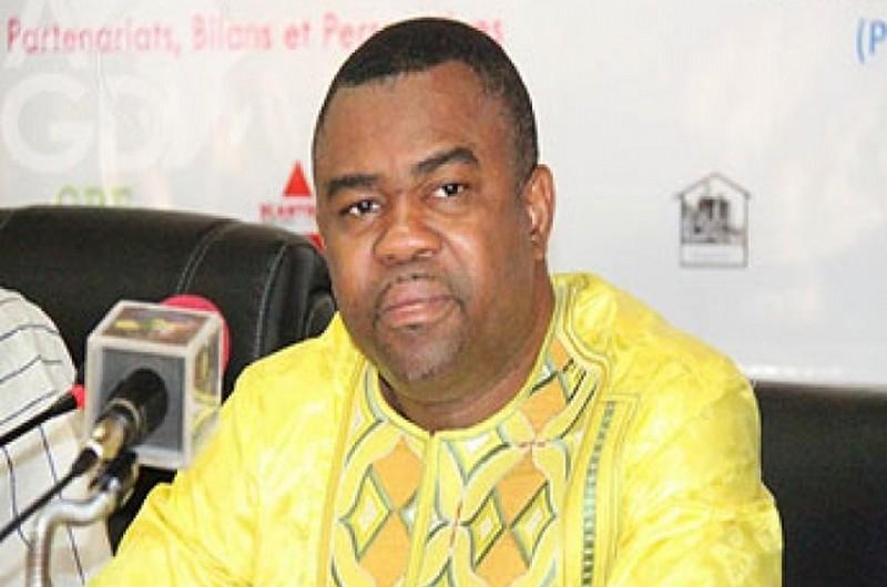 le ministre en charge de l'enseignement supérieur, Ihou Wateba,